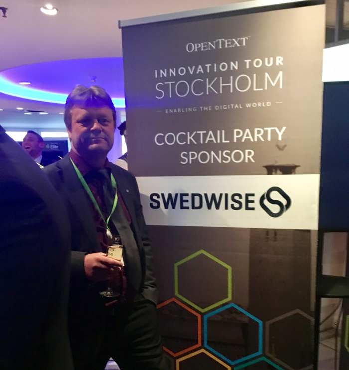Göran Asplund from Swedwise mingles at the Cocktail Party